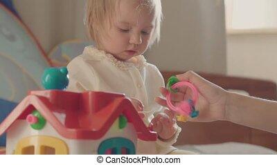 peu, coloré, lit, parents, jouets, girl, jouer