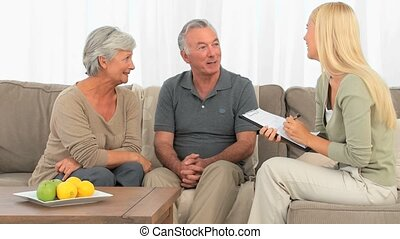 peu, couple, répondre, questions, personnes agées