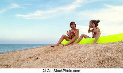 peu, délassant, bord mer, filles, matelas, air