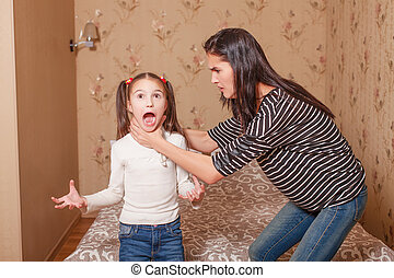 peu, daughter., elle, mère, étrangler, essayer