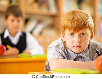peu, derrière, roux, pendant, écolier, leçon, bureau, école