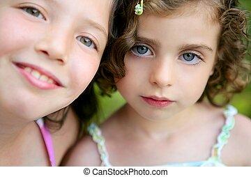 peu, deux, closeup, soeurs, portrait, girl