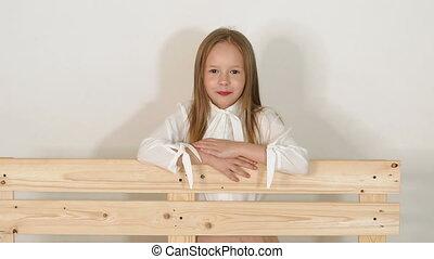 peu, eco-bench, studio, fond, portrait, blanc, girl