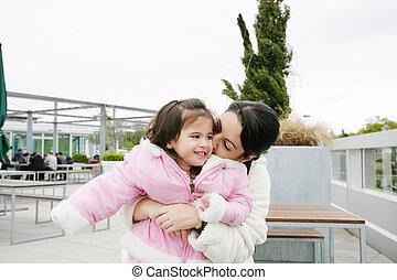 peu, elle, baiser, mère, girl, réception, heureux
