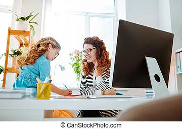 peu, elle, fonctionnement, femme affaires, conversation, informatique, girl