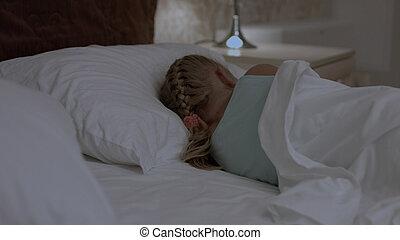 peu, elle, lit, sommeil, girl, essayer