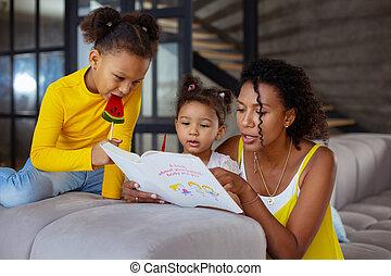peu, elle, maman, écoute, girl, attentif