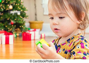 peu, enfantqui commence à marcher, girl, jouer, à, elle, jouets, devant, les, arbre noël