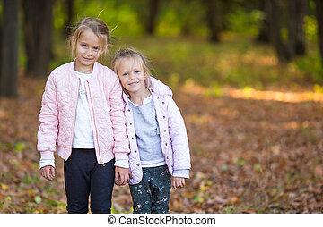 peu, ensoleillé, automne, chaud, dehors, soeurs, adorable, jour