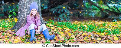 peu, ensoleillé, parc, automne, automne, girl, jour, heureux