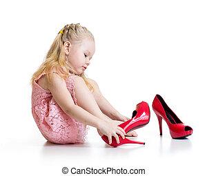 peu, essayer, chaussures, girl, mère