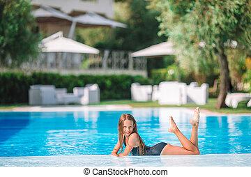 peu, extérieur, girl, adorable, piscine, natation