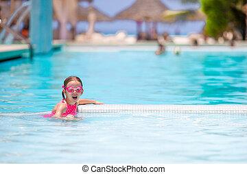 peu, extérieur, girl, natation, adorable, piscine, heureux