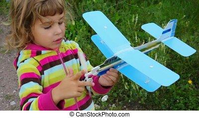 peu, extérieur, jouet, girl, avion jouant