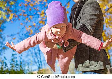 peu, extérieur, père, automne, girl, adorable, heureux