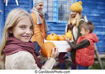 peu, famille, automne, pendant, girl, récolte