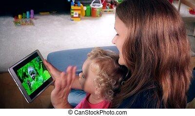 peu, femme, tablette, famille, écran film, montre, informatique, nounou, enfant, girl