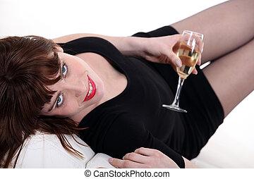 peu, femme, verre, noir, champagne, robe