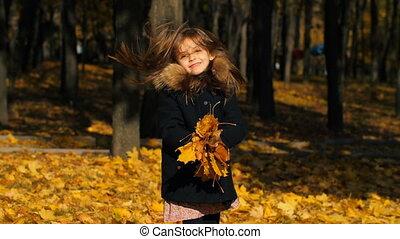 peu, feuilles, haut, girl, jets, heureux