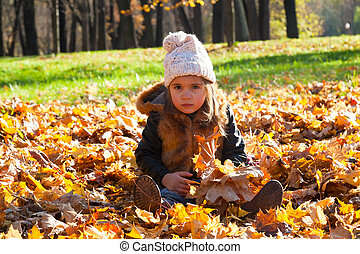 peu, feuilles, parc, automne, girl, assied, baissé