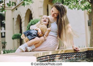 peu, fille, elle, fontaine, mère, amusement, adorable, avoir