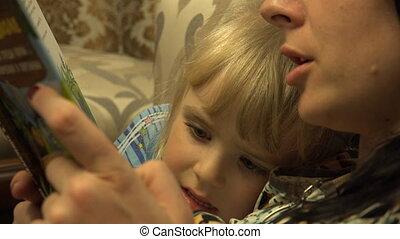 peu, fille, elle, jeune, livre, ensemble., mère, lecture