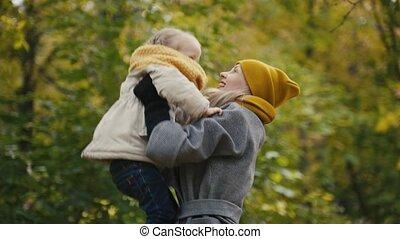 peu, fille, elle, -, maman, mère, parc, jouer, automne, enfant, girl, jets
