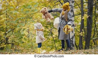 peu, fille, elle, teddy, maman, parc, ours, automne, promenades, joyeux