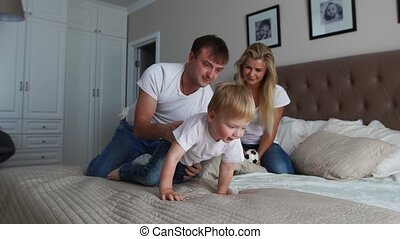 peu, fille, famille, dépenser, bed., matin, leur, parents, temps, amusement, avoir