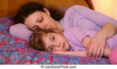 peu, fille, sommeils, elle, mère, mais, lit, poser, maman,...