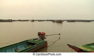 peu, flotter, rivière, bateaux