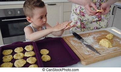 peu, formes, biscuits, garçon, maman