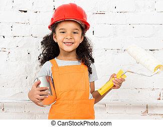 peu, girl-worker, à, peinture, et, rouleau, dans, mains