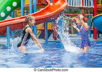 peu, gosses, deux, mare jouant, natation