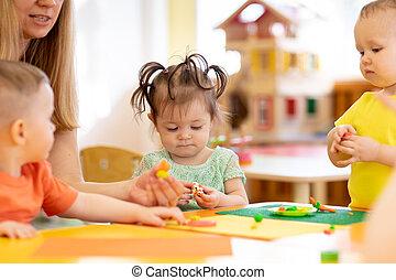 peu, gosses, jeux, moulé, ith, toys., argile, children., prof