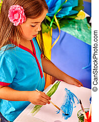 peu, groupe, jardin enfants, brosse, girl, peinture