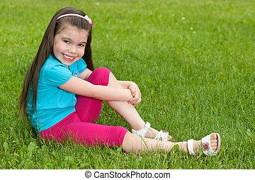 peu, herbe, assied, girl, heureux