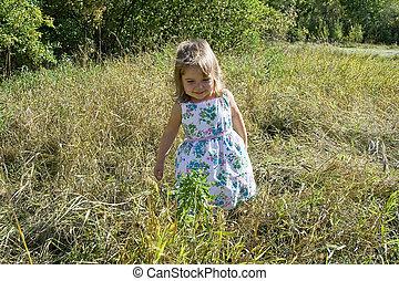 peu, herbe, girl