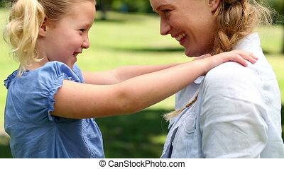 peu, heureux, girl, elle, mère