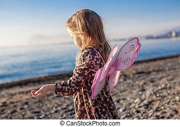 peu, hiver, adorable, jour ensoleillé, amusement, girl, plage, avoir