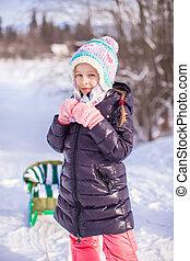 peu, hiver, ensoleillé, neige, girl, adorable, jour, heureux
