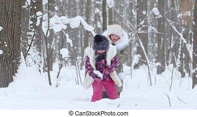 peu, hiver, filles, neige, deux, forest., jouer