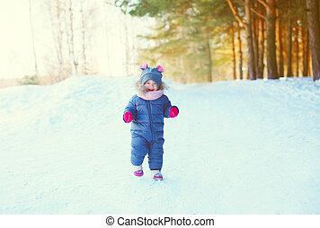 peu, hiver, neige, gai, forêt, enfant joue