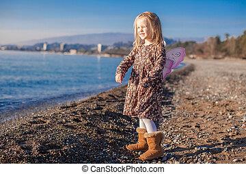 peu, hiver, plage, ensoleillé, girl, adorable, jour
