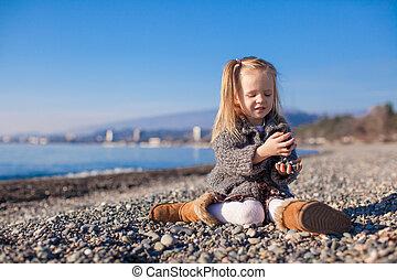 peu, hiver, plage, jour, chaud, amusement, girl, adorable, avoir