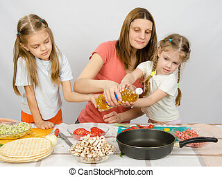 peu, huile, aide,  table, filles, deux, verser, enthousiasme, mère, légume, friture, mon, moule, cuisine