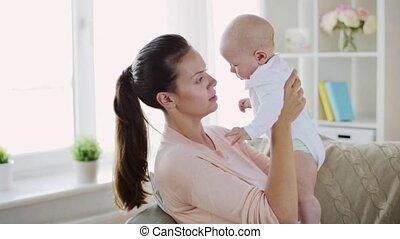 peu, jeune, mère, bébé, maison, heureux