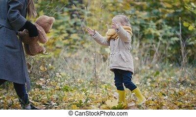 peu, jeux, elle, teddy, parc, maman, -, ours, automne, girl, temps, blond, dépenser