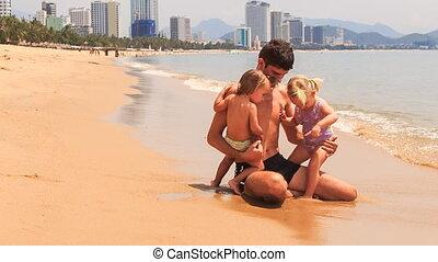 peu, jeux, séance, père, filles, deux, bord, mer, plage