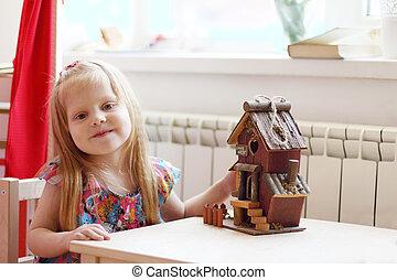 peu, jolie fille, maison, jouet bois, table, assied, petit